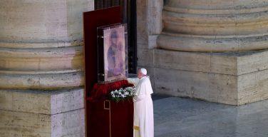 Инициативу Папы Франциска о Всеобщем дне молитвы об избавлении от коронавируса поддержали в России