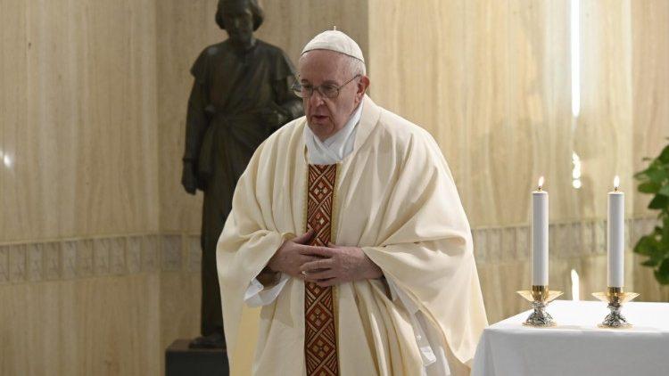 На Мессе в Доме Святой Марфы 1 мая Папа Франциск помолился о трудящихся всего мира
