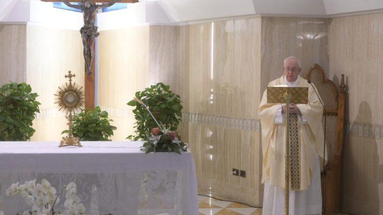 На Мессе в Доме Святой Марфы Папа Франциск размышлял об утешении от Господа