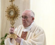 На Мессе в Доме Святой Марфы Папа Франциск размышлял о мире человеческом и мире Господнем