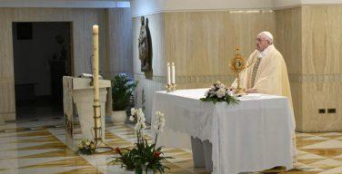На Мессе в Доме Святой Марфы Папа Франциск подчеркнул, что там, где доминирует излишняя жесткость, нет Духа Божия