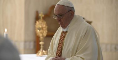 С 18 мая в Италии возобновляются Мессы с участием народа, а с 19 мая прекращается трансляция утренней Мессы Папы