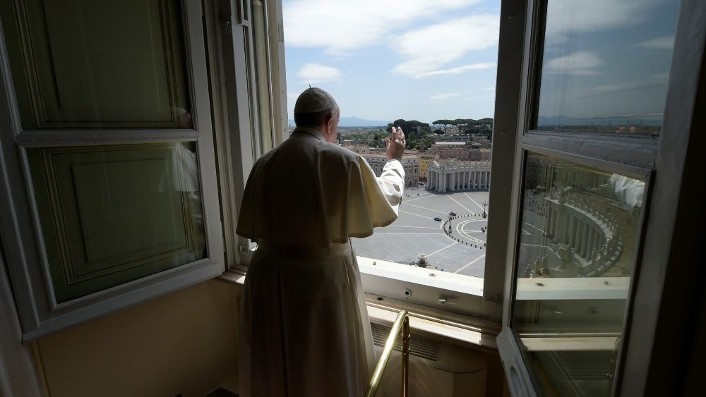 Слово Папы Франциска перед чтением молитвы «Царица Небесная» в 5-е воскресенье Пасхального времени. 10 мая 2020 г., трансляция из Папской библиотеки Апостольского дворца