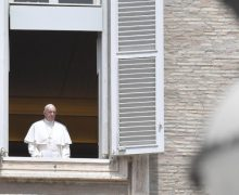 Слово Папы Франциска перед чтением молитвы «Царица Небесная» в 6-е воскресенье Пасхального времени. 17 мая 2020 г., трансляция из Папской библиотеки Апостольского дворца