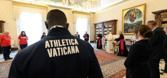 Папа Франциск принял на личной аудиенции небольшую группу спортсменов и призвал их  «бежать вместе»