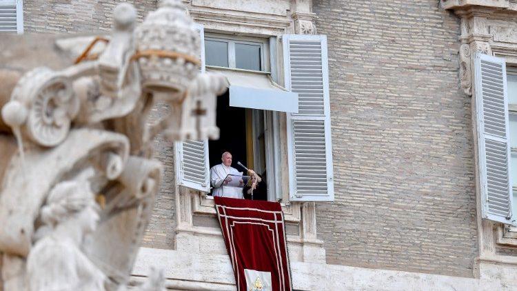 Слово Папы Франциска перед чтением молитвы «Ангел Господень» в торжество Пресвятых Тела и Крови Христа. 14 июня 2020 г., площадь Святого Петра