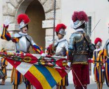 Присяга папских гвардейцев перенесена на октябрь