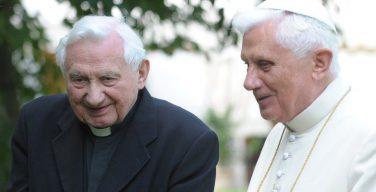 Бенедикт XVI отправился в Германию навестить больного брата