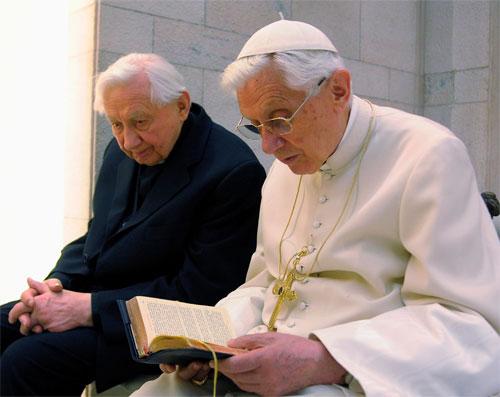 Бенедикт XVI совершил Мессу вместе со своим больным братом, священником Георгом Ратцингером