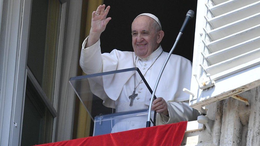 В своем слове перед молитвой Angelus Папа Франциск призвал уповать на Бога всегда, а особенно – в час тревог и испытаний