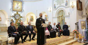 Представители различных религий молились о мире в Белоруссии по-белорусски, по-еврейски и по-арабски