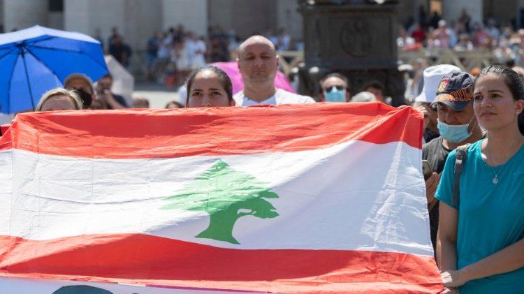 Папа Франциск призвал помочь народу Ливана