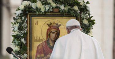 Папа Франциск призвал освободить народное благочестие от мафиозных элементов