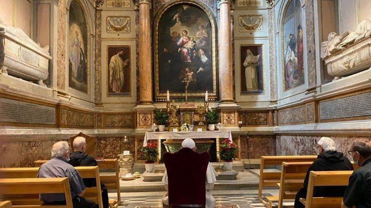 Папа помолился в базилике Святого Августина на Марсовом поле