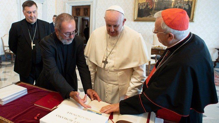 Итальянские епископы вручили Папе новый Миссал