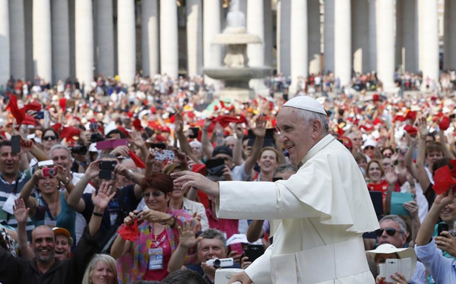 Аудиенции Папы будут снова проходить с участием народа