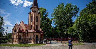 «Их грузили в скотские вагоны»: портал НГС рассказал как живут российские немцы, когда-то сосланные в Сибирь
