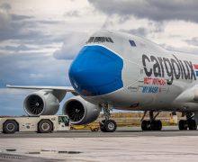 В Новосибирске приземлился самолет в медицинской маске