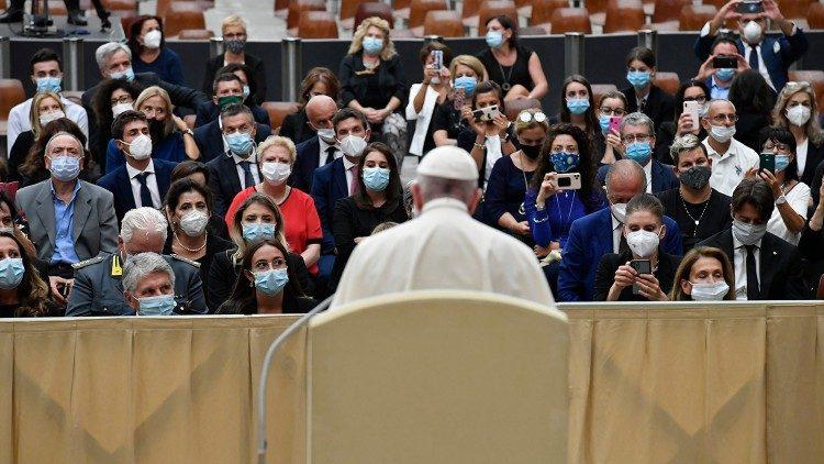 Папа Франциск онкогинекологам: болезнь напоминает о доверии к Богу и к человеку