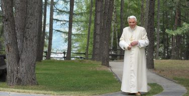 Бенедикт XVI стал самым пожилым Папой Римским в истории Церкви