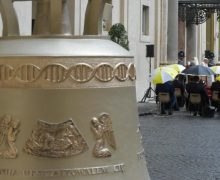 Папа Римский благословил подаренный Ватикану колокол из Польши