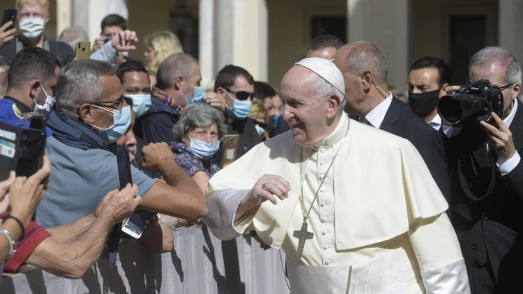Папа: солидарность может стать именно тем путем, который приведет к исцелению межличностных и социальных отношений