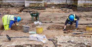 На территории Вестминстерского аббатства нашли средневековую ризницу и монастырское кладбище