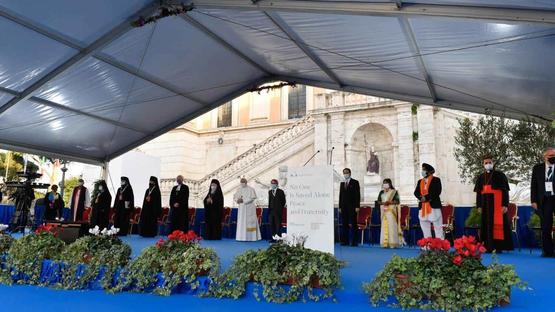 Папа на площади Кампидольо: «Заповедь мира заложена в глубины религиозных традиций»