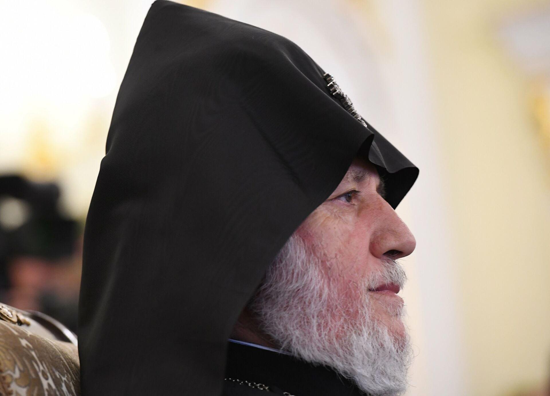 Католикос всех армян благословил священников, отправляющихся в Карабах