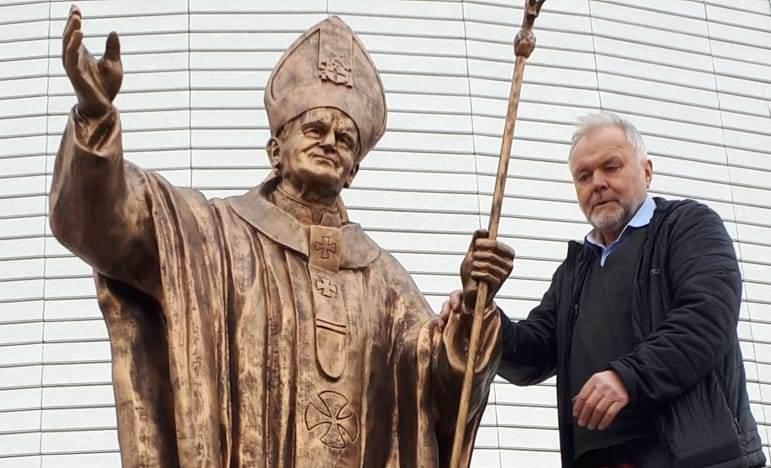Статуя Святого Иоанна Павла II появилась в Иркутске (ФОТО)