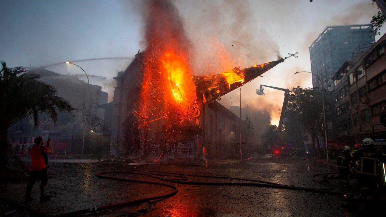 Поджоги церквей в Чили: близость и солидарность епископов