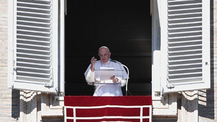 Слово Папы Франциска перед чтением молитвы «Ангел Господень» в 30-е Рядовое воскресенье. 25 октября 2020 г., площадь Св. Петра