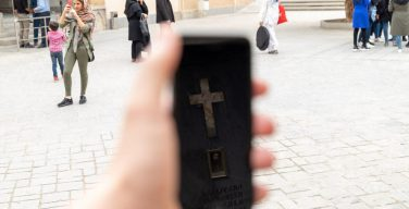 По экстраполированным данным социологического опроса, христианское население Ирана достигло 1 млн человек