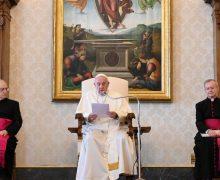 Общие аудиенции Папы снова будут проходить в Апостольской библиотеке