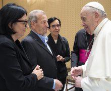 Папа Франциск встретился с родителями убитого в Италии священника