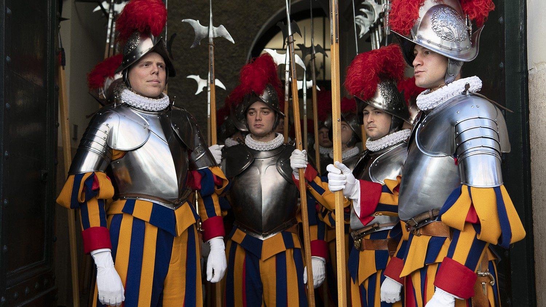 Папа встретился с новобранцами Швейцарской гвардии