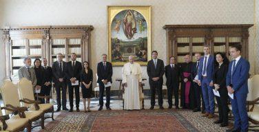 Папа — финансовым экспертам СЕ: деньги должны служить, а не управлять