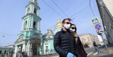 В РПЦ призвали прихожан к обязательному ношению масок и перчаток