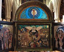 В британском соборе установлены 10 передвижных мозаичных панели, славящие святого Иеронима