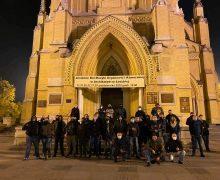 В Польше католики вышли на защиту храмов от нападений и вандализма митингующих против запрета абортов