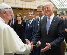 Папа Франциск побеседовал по телефону с Джо Байденом