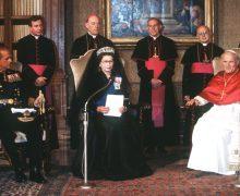40 лет назад королева Елизавета II стала первым в истории британским монархом, посетившим Ватикан