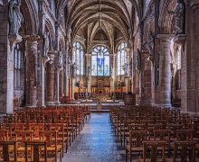 Франция: епископы не согласны с решением Макрона