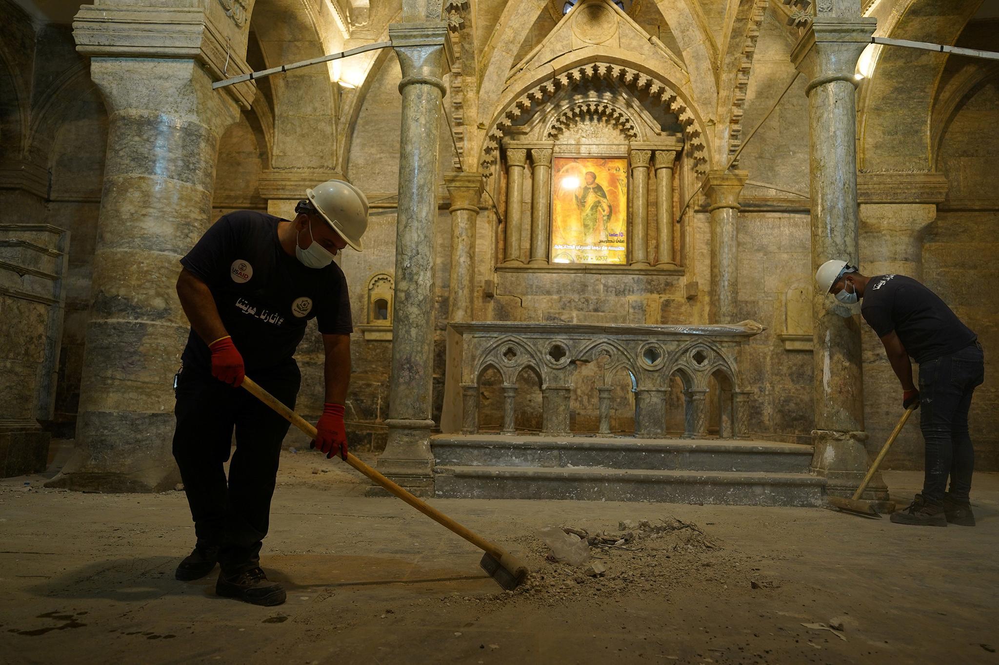 Ирак: молодые мусульмане восстанавливают католический храм в Мосуле (ФОТО)