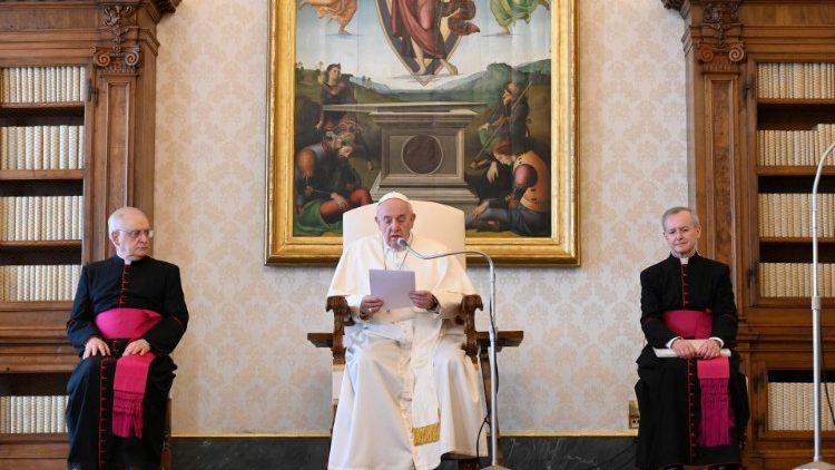 Общие аудиенции Папы Франциска снова будут проходить в Апостольской библиотеке