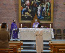 Епископ Иосиф Верт отслужил в Кафедральном соборе Новосибирска Заупокойную Мессу об усопших (ФОТО)