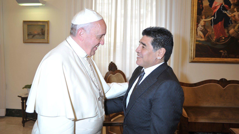 Папа молится об упокоении Диего Марадоны