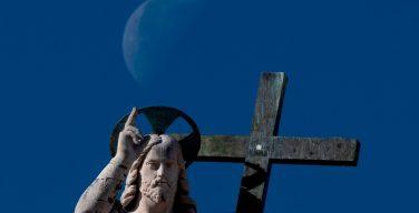 Что такое отлучение и отлучают ли от Церкви крещеных атеистов?