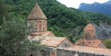 Российские миротворцы взяли под охрану древний храм в Нагорном Карабахе
