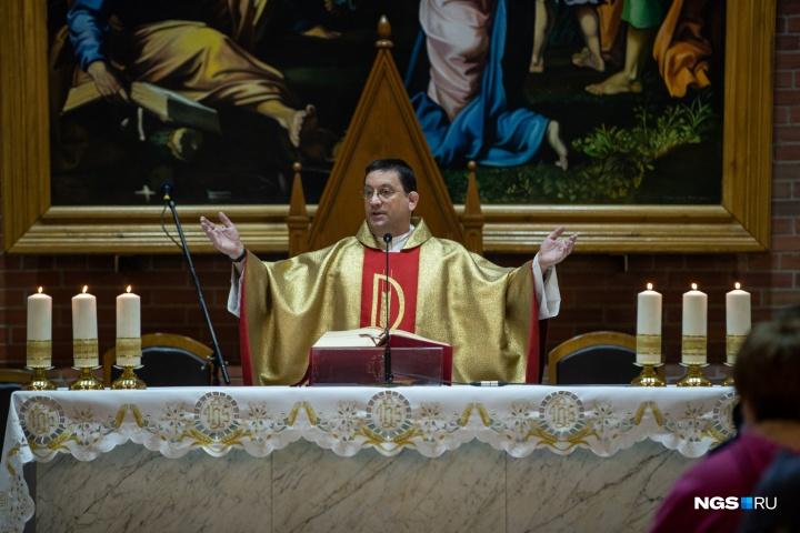 Новосибирские католики отметили сочельник Рождества — фото из кафедрального собора выложил крупнейший региональный портал